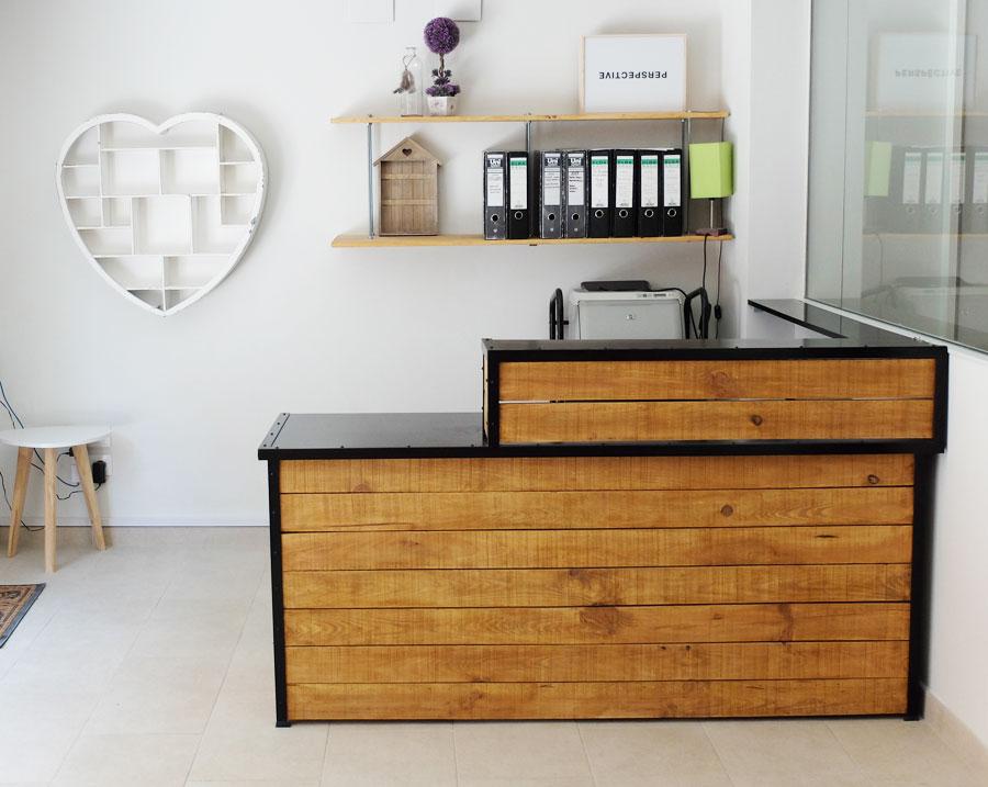 Mostradores y r tulos barcelona muebles a medida - Mostradores de madera para negocios ...