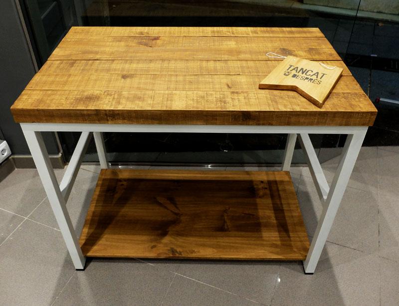 Mostradores y r tulos barcelona muebles a medida - Muebles de madera y hierro ...