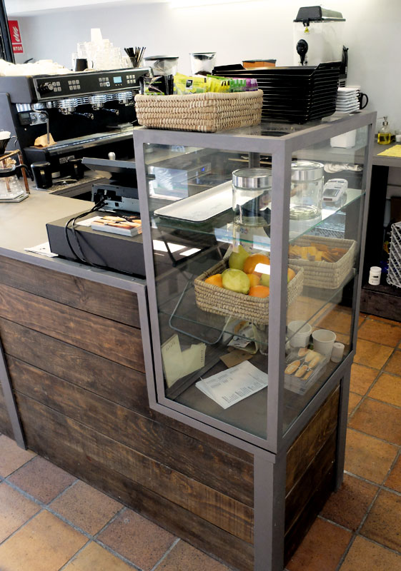 Mostradores y r tulos barcelona muebles a medida for Mobiliario cafeteria